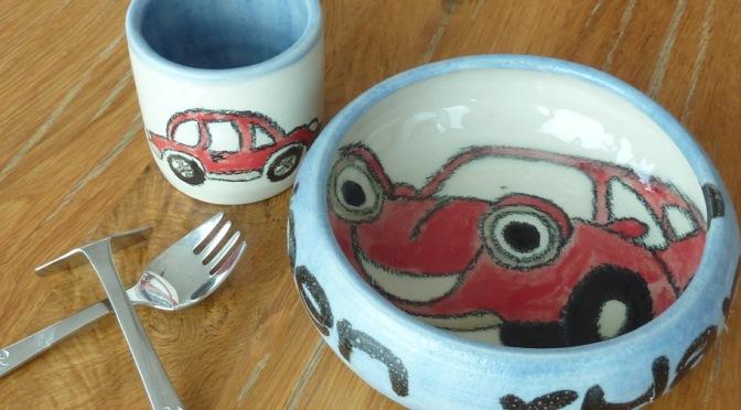 Kinderteller und Tassen
